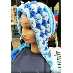Adult hooded winter hat. 3